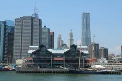 Embarcadero 17 en el puerto del sur de la calle en Lower Manhattan imagen de archivo libre de regalías