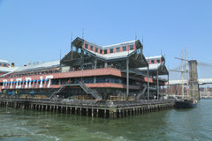 Embarcadero 17 en el puerto del sur de la calle en Lower Manhattan fotos de archivo libres de regalías