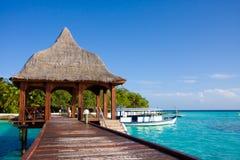 Embarcadero en la isla tropical Foto de archivo libre de regalías