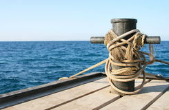 Embarcadero en la orilla del mar Imagen de archivo libre de regalías