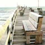 Embarcadero en la playa atlántica, Carolina del Norte Imagenes de archivo