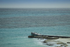 Embarcadero en la playa del Caribe Imagenes de archivo
