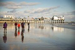 Embarcadero en la playa vieja de la huerta, Maine Foto de archivo libre de regalías