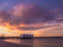 Embarcadero en la puesta del sol, Australia occidental de Busselton imagenes de archivo