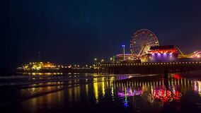 Embarcadero en la puesta del sol, Los Ángeles de Santa Monica almacen de metraje de vídeo