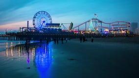 Embarcadero en la puesta del sol, Los Ángeles de Santa Monica almacen de video