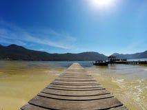Embarcadero en Lagoa DA Conceição en polis del ³ de Florianà - Santa Catarina - el Brasil foto de archivo