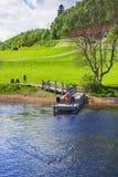 Embarcadero en Loch Ness en Escocia Fotos de archivo