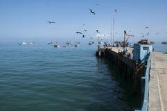 Embarcadero en Mancora Postal hermosa con el fondo del Océano Pacífico fotografía de archivo libre de regalías