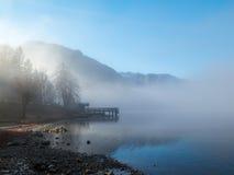 Embarcadero en niebla Fotos de archivo