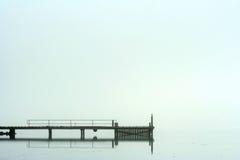 Embarcadero en niebla de la mañana Fotografía de archivo libre de regalías
