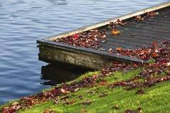 Embarcadero en otoño Foto de archivo libre de regalías