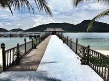 Embarcadero en un país tropical Imagen de archivo libre de regalías