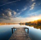 Embarcadero en un río tranquilo Imágenes de archivo libres de regalías
