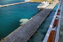 Embarcadero para los barcos de cruceros en Philipsburg en Sint Maarten Imágenes de archivo libres de regalías
