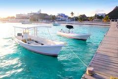 Embarcadero Riviera maya de los barcos de la playa de Puerto Morelos Foto de archivo libre de regalías