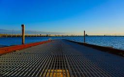 Embarcadero sobre el cielo azul Foto de archivo libre de regalías