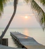 Embarcadero tropical de la salida del sol imágenes de archivo libres de regalías