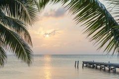 Embarcadero tropical de la salida del sol foto de archivo