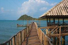 Embarcadero a una isla alejada Fotos de archivo libres de regalías