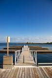 Embarcadero vacío del puerto deportivo Imagenes de archivo