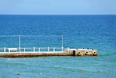 Embarcadero vacío del mar Foto de archivo libre de regalías
