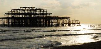 Embarcadero viejo de Brighton que se derrumba Imagen de archivo libre de regalías