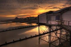 Embarcadero viejo del Victorian en la puesta del sol imponente foto de archivo