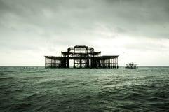 Embarcadero viejo en el centro del mar Fotos de archivo libres de regalías