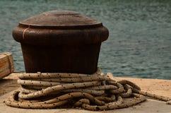 Embarcadero y cuerda Foto de archivo