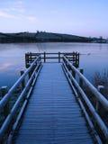 Embarcadero y lago congelado Foto de archivo libre de regalías