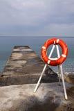 Embarcadero y lifebuoy Fotografía de archivo libre de regalías