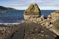 Embarcadero y rocas viejos Pista del St Abbs Imágenes de archivo libres de regalías