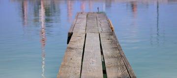 Embarcadero y un lago grande Foto de archivo