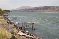 Embarcaderos de la pesca del nativo americano imagen de archivo