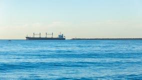 Embarcaderos del puerto del océano de la salida de la nave Imágenes de archivo libres de regalías