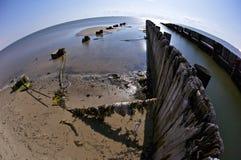 Embarcaderos quebrados en la playa de Biloxi Imagen de archivo libre de regalías
