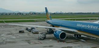 Embarcadouro do avião no aeroporto foto de stock royalty free
