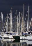 Embarcations de plaisance par un jour orageux Image stock