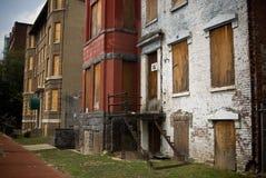 Embarqué vers le haut des maisons abandonnées Photographie stock libre de droits