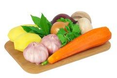 Embarque com vegetais Fotografia de Stock Royalty Free