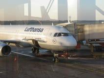 Embarque de Lufthansa Airbus A320 em Hamburgo Fotografia de Stock