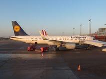 Embarque de Lufthansa Airbus A320 em Hamburgo Fotografia de Stock Royalty Free