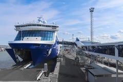 Embarque del transbordador en el terminal de Helsinki fotografía de archivo libre de regalías