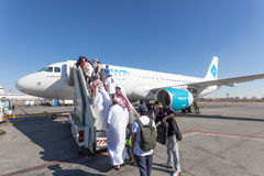 Embarque do avião de Jazeera Airways em Kuwait Imagem de Stock Royalty Free