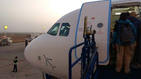 Embarquement aux lignes aériennes d'indigo Image libre de droits