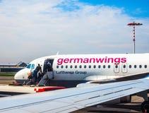 Embarquement d'Airbus A319 dans le hdr de Hambourg Photographie stock libre de droits