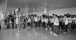 Embarquement de attente de personnes à l'aéroport de Tan Son Nhat dans Saigon, Vietnam Images libres de droits