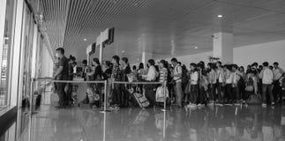 Embarquement de attente de personnes à l'aéroport de Tan Son Nhat dans Saigon, Vietnam Photos libres de droits