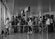 Embarquement de attente de personnes à l'aéroport de Tan Son Nhat dans Saigon, Vietnam Image libre de droits
